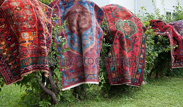 yard sale rugs2